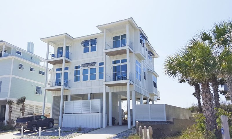 Gulf-front, entrancing views, hot tub,close to state park, upscale home, alquiler de vacaciones en Cape San Blas