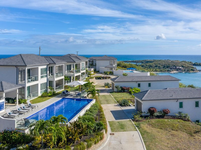 Tiger's Eye - 2-Bed Luxury Suite with Dramatic Ocean Views, holiday rental in Westerhall
