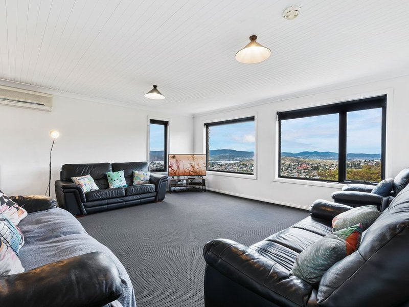 Large house, centrally located with amazing views, holiday rental in Glenorchy