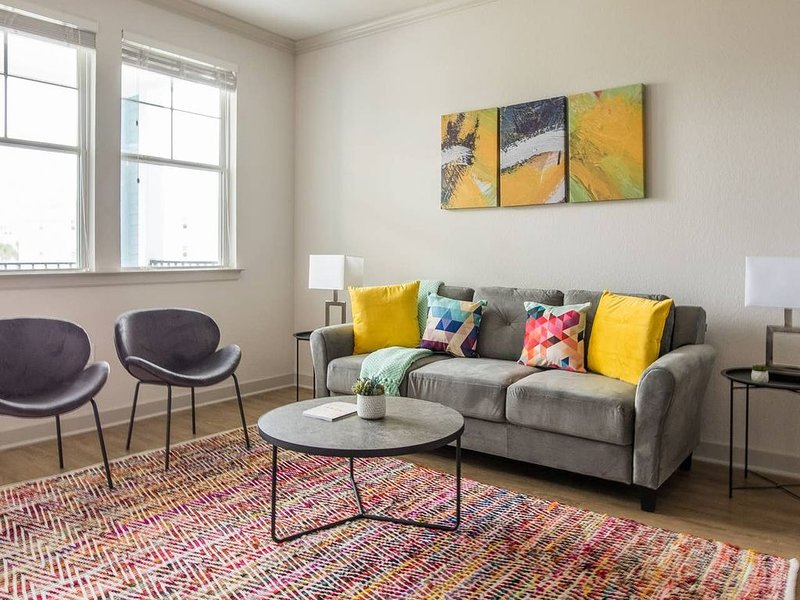 Lively + Hip 1BR Apt w/ Balcony, vacation rental in Southside