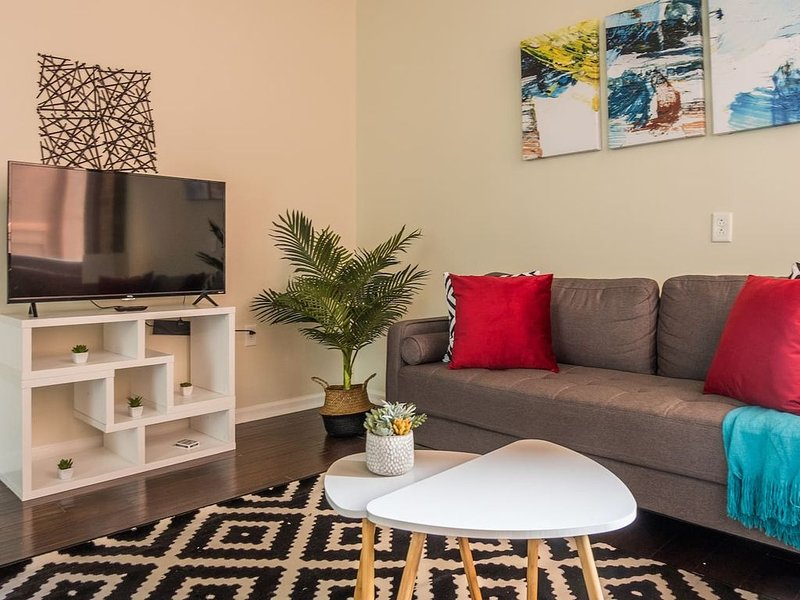 Arts + Culture at JR. 1br Suite Near Benedum Center, vacation rental in Pittsburgh