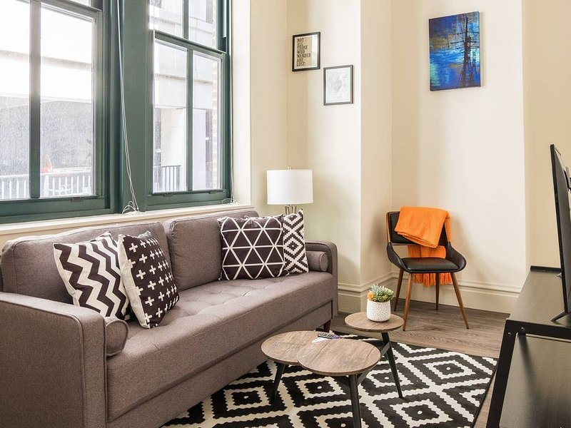 Heart of the City 2br | Steps to Convention Center, holiday rental in Saint Louis