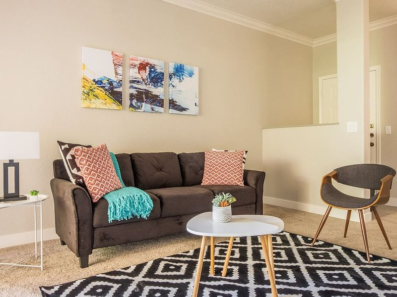 Beautiful + Bright 1BR Apt in Tempe, holiday rental in Tempe