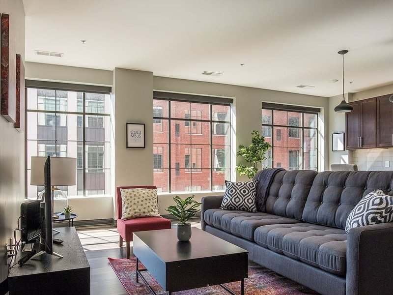 Chic Downtown Loft | Walk to Scioto Mile + Commons, vacation rental in Columbus
