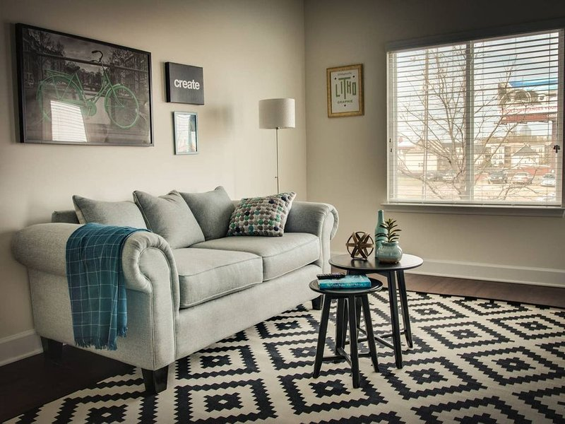 Chic 1br Apt in Hip Plaza Midwood Near Everything!, holiday rental in Newell