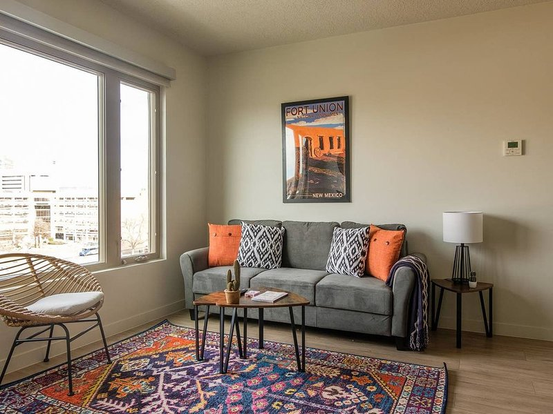 Urban 2BR Apt in Downtown, holiday rental in Albuquerque