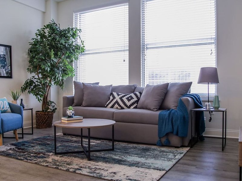Chic 1br Apt | Heart of Downtown, vacation rental in Speedway