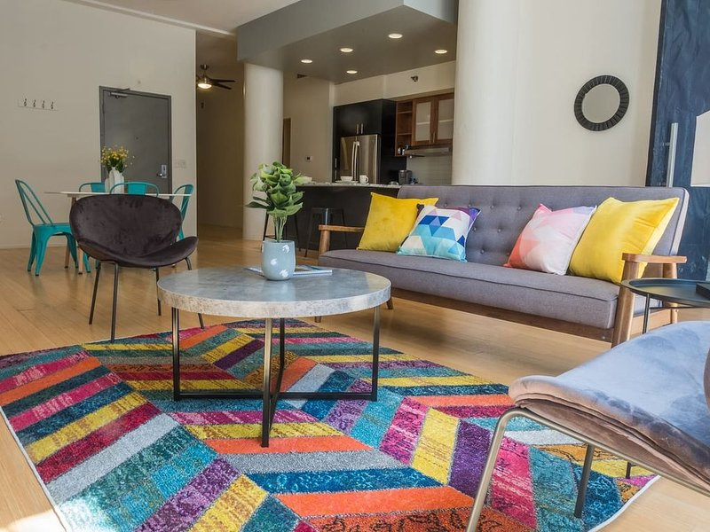 Colorful Cultural District 2BR Apt, vacation rental in Pittsburgh
