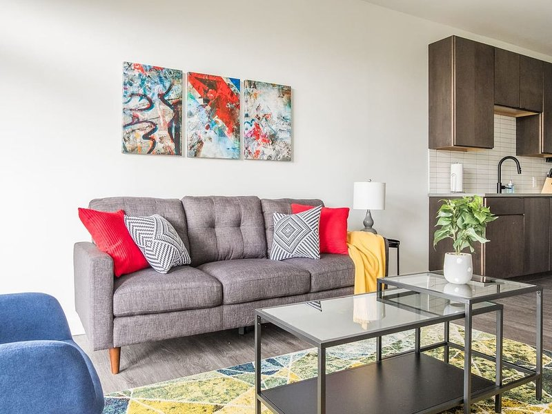 Bold + Artistic | Downtown Views * 1br w/ Balcony, vacation rental in Columbus