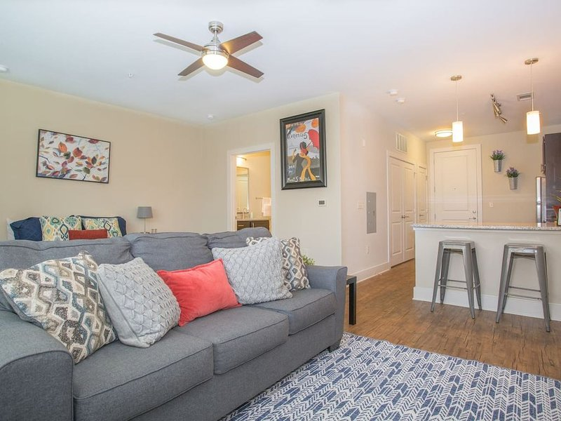 Designer + Chic Studio Apt w/ Parking, vacation rental in Matthews