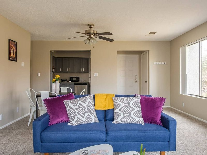 Luxurious and Spacious 2BR Apt, vacation rental in Placitas