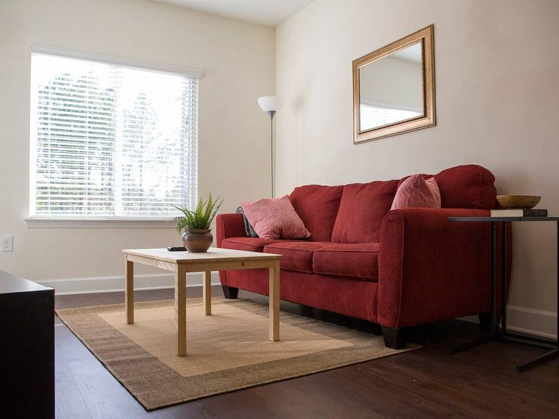 Relax in Comfort * Hip Plaza Midwood, holiday rental in Newell