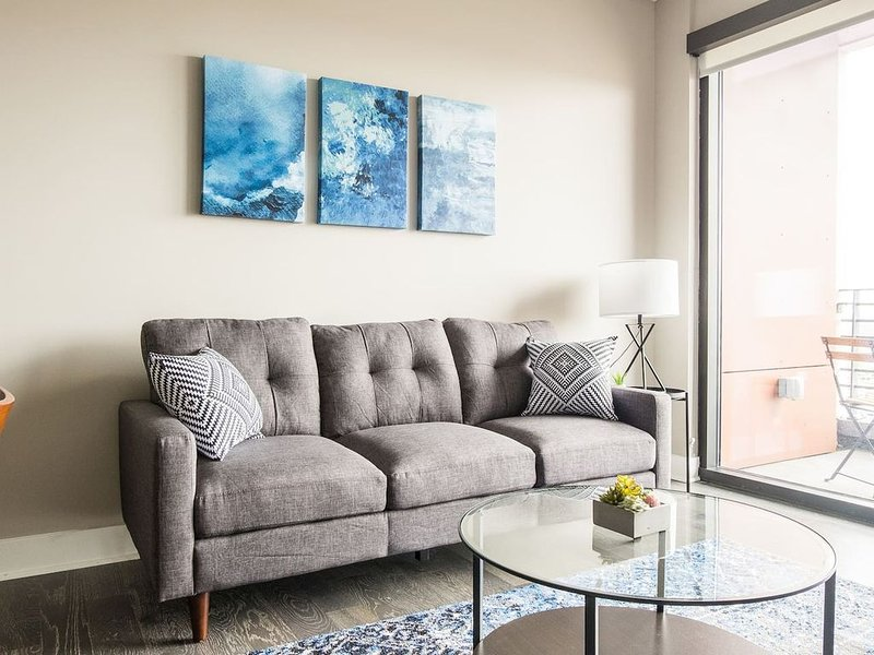 Downtown Views + Parking * 1br Across The Commons, vacation rental in Columbus