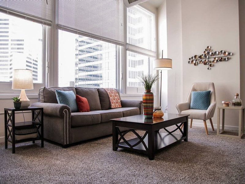 Amazing Downtown 1br Apt at the Historic Block, holiday rental in Speedway