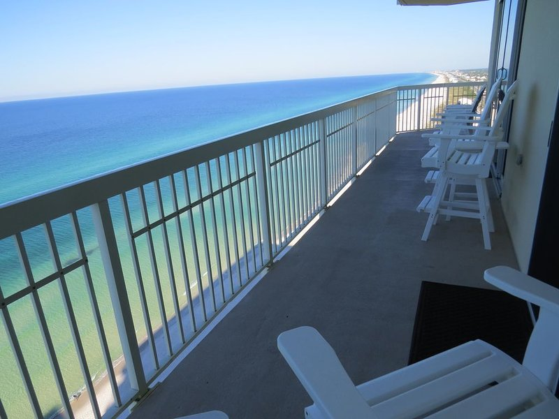 Beautiful Beachfront Private 49' Wrap-Around Balcony, holiday rental in Laguna Beach