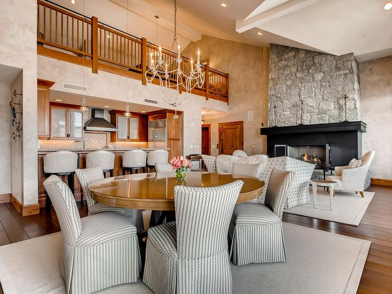 SNOWFLAKE CHATEAU - CLASSIC AND REFINED PENTHOUSE RIGHT ON THE SLOPES OF BEAVER, location de vacances à Edwards