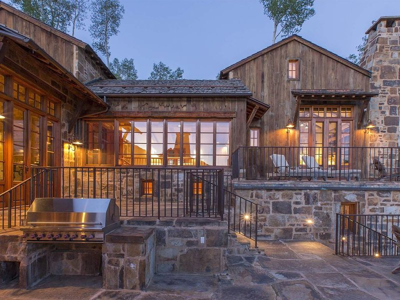 Amazing home with breath-taking views, private hot tub, great outdoor space in, casa vacanza a Placerville