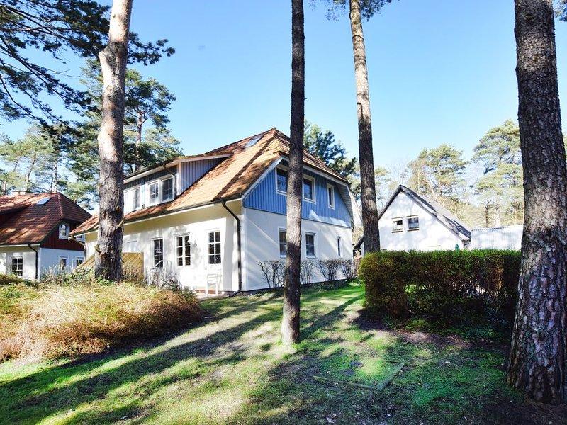 sehr strand- und waldnahe Ferienhaushälfte bis 6 Personen, Haustiere und WLAN, holiday rental in Ostseebad Prerow