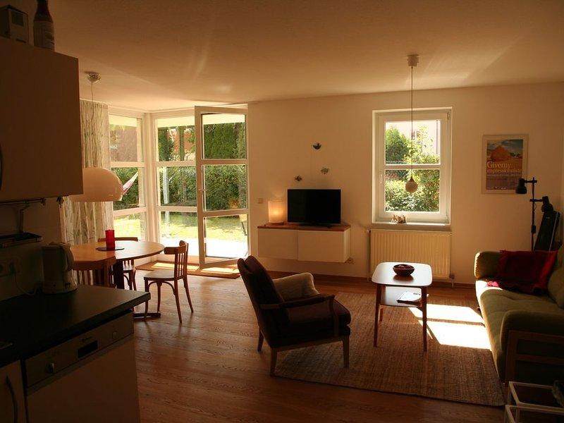 Hafen-FeWo, hochwertiges Apartment in Hafennähe mit eigener Terasse, casa vacanza a Klink