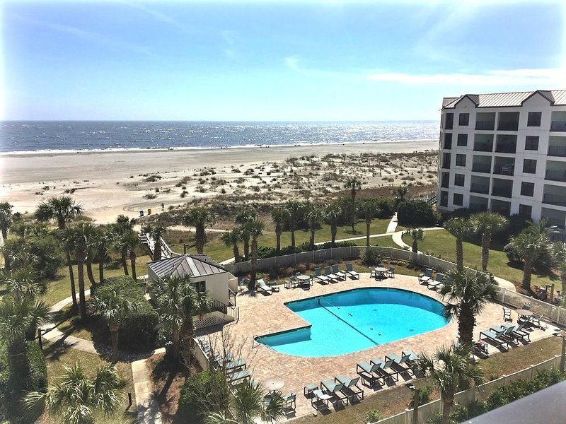 OWNER MANAGED - Spectacular Renovated Oceanfront Condo, Top Floor, End, Fab View, alquiler de vacaciones en Isle of Palms