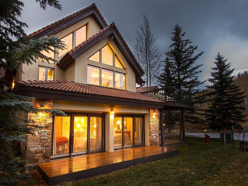 3 BR, 4 BA, + Loft, Sleeps 8. Decks, Views, & Ski Access., location de vacances à Mountain Village