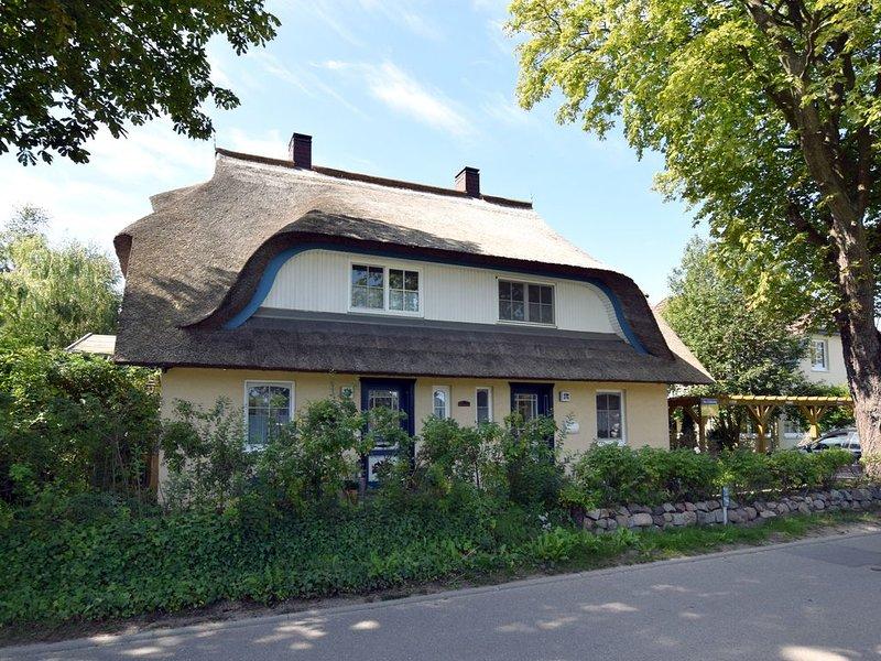 Ferienhaushälfte mit Terrasse und Garten, WLAN, zentral gelegen, holiday rental in Ostseebad Prerow
