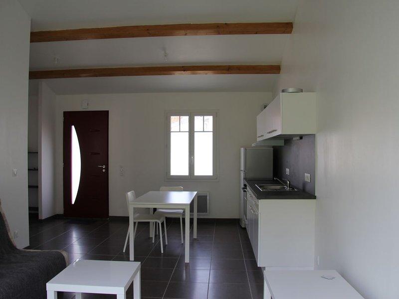 MAISON DANS UN QUARTIER PAISIBLE PRES DE LA PLAGE ET DU PORT, holiday rental in Saint Vivien