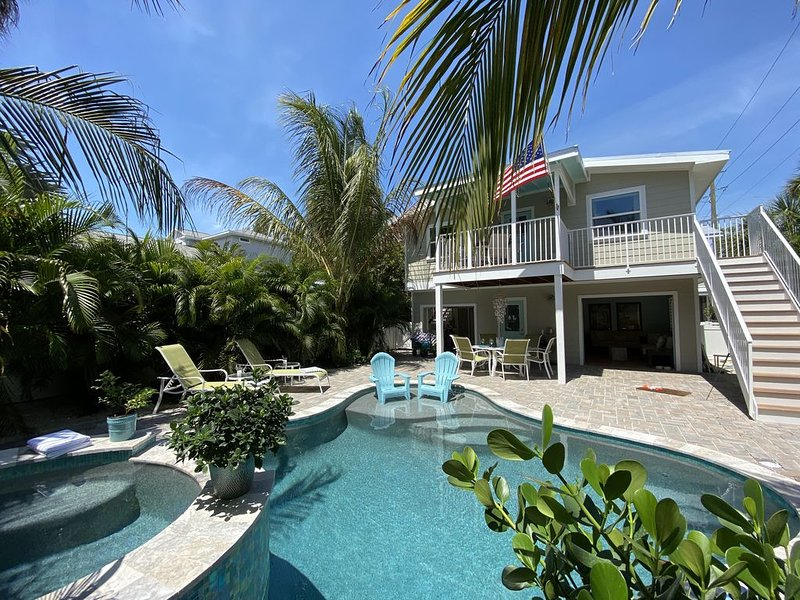 Beach block/4 Bed 4.5 Bath/Private Heated Pool/Spa/Cabana/SUP/Kayaks/Bicycles, holiday rental in Anna Maria