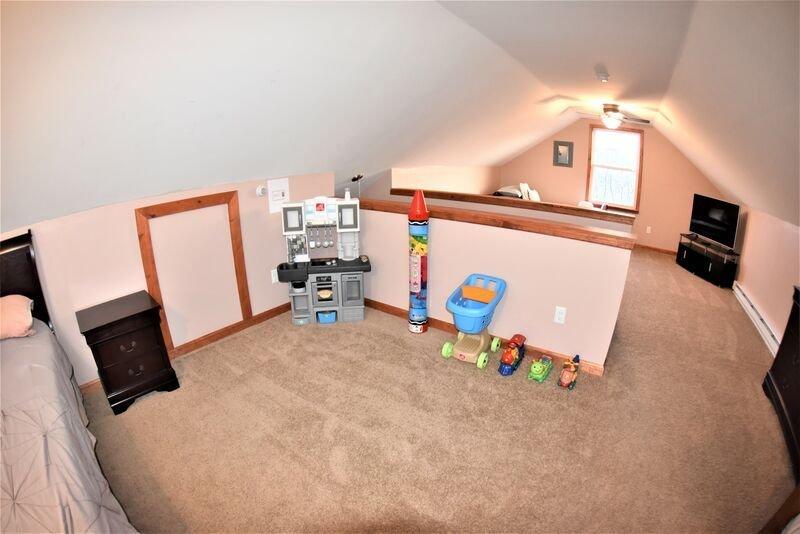 Third Floor 4 Twin Bed, 2 Queen Beds and Kids Toys.