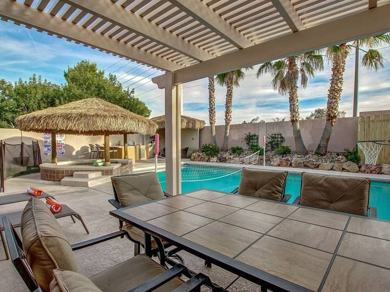 NV9121 · Beautiful, Cozy Home, Game Room, Pool/Spa, holiday rental in Las Vegas