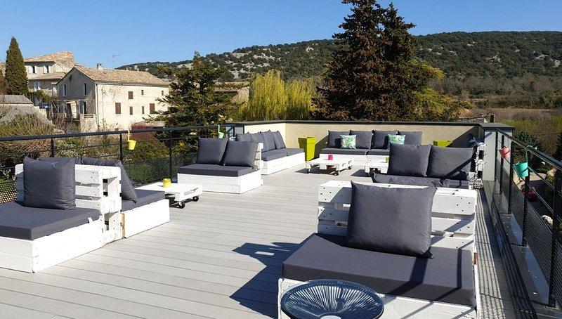 Gîte de groupe 47 places dans les gorges de la Cèze entre Gard et Ardèche, vacation rental in Goudargues