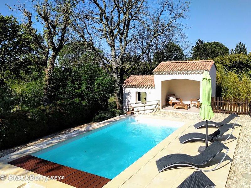 A 3 Km de  BARJAC et des Gorges de l'Ardéche, maison climatisée, Wifi et piscine, vacation rental in Barjac