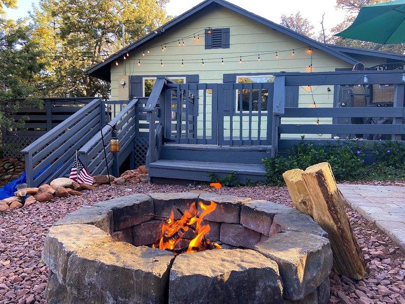 Cabin Getaway With Modern Amenities (wifi, Tv, Computer, Coffee Maker), vacation rental in Pine