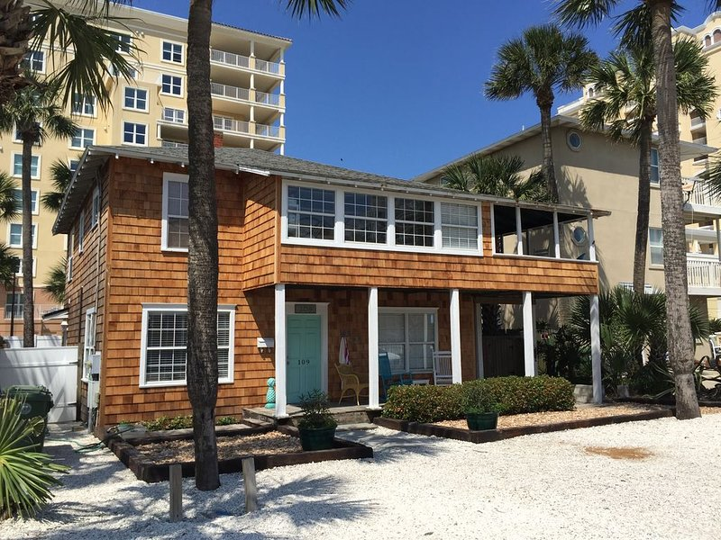 Steps To The Beach - Newly Renovated 2/1 First Floor Apartment With Ocean View, holiday rental in Jacksonville Beach