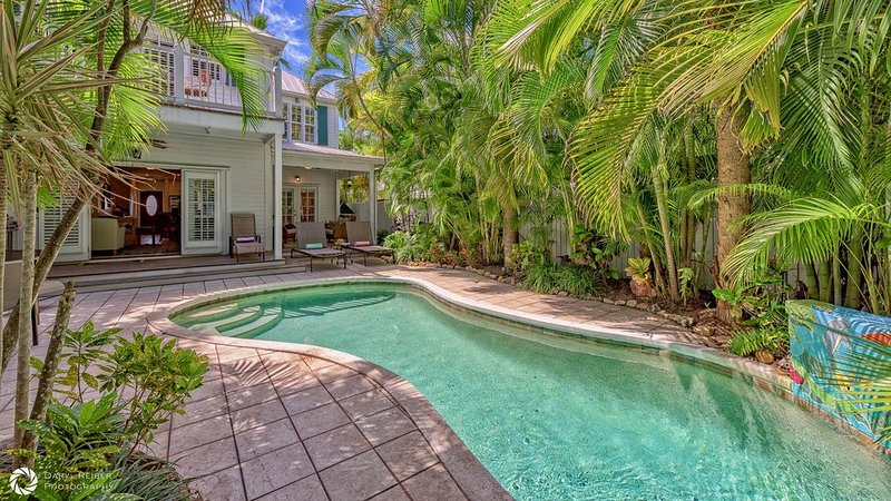 **BAHAMIAN BAMBOO * THE ANNEX**  Chic Home By Duval & Beach + LAST KEY SERVICES., holiday rental in Stock Island