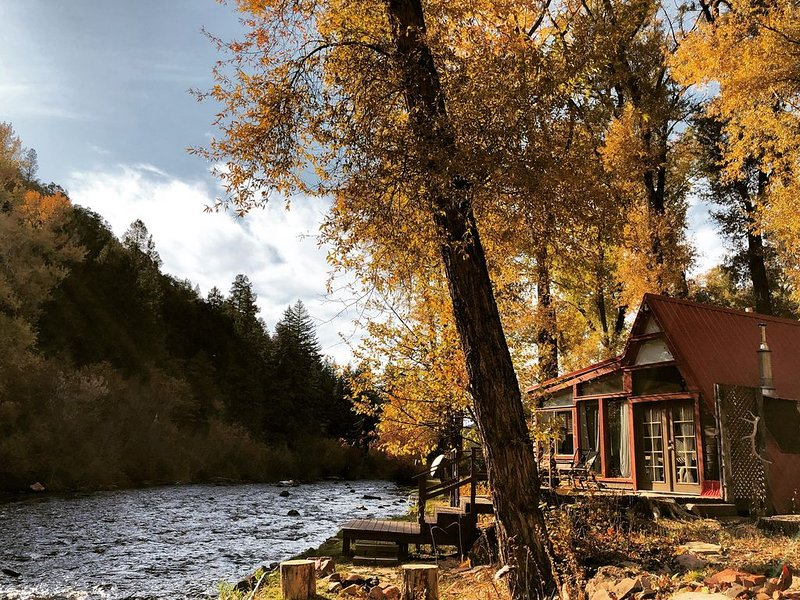 ❤️of the Frying Pan River I Aframe w/ private fishing access, vacation rental in Basalt