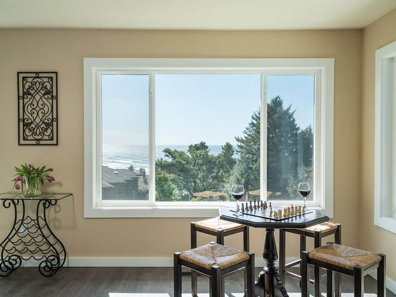 Breathtaking Views, Gorgeous Kitchen, Wrap-around Deck, 3 Blocks to Beach, aluguéis de temporada em Cannon Beach