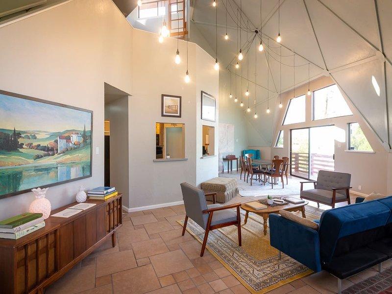 Unique and secure home near NMSU, Mesilla and I-10, casa vacanza a Las Cruces