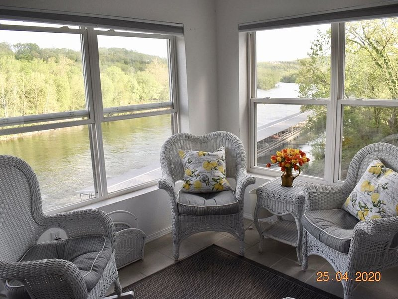 LAKEFRONT PANORAMIC PENTHOUSE! -  ALL RESORT AMENITIES!, holiday rental in Branson