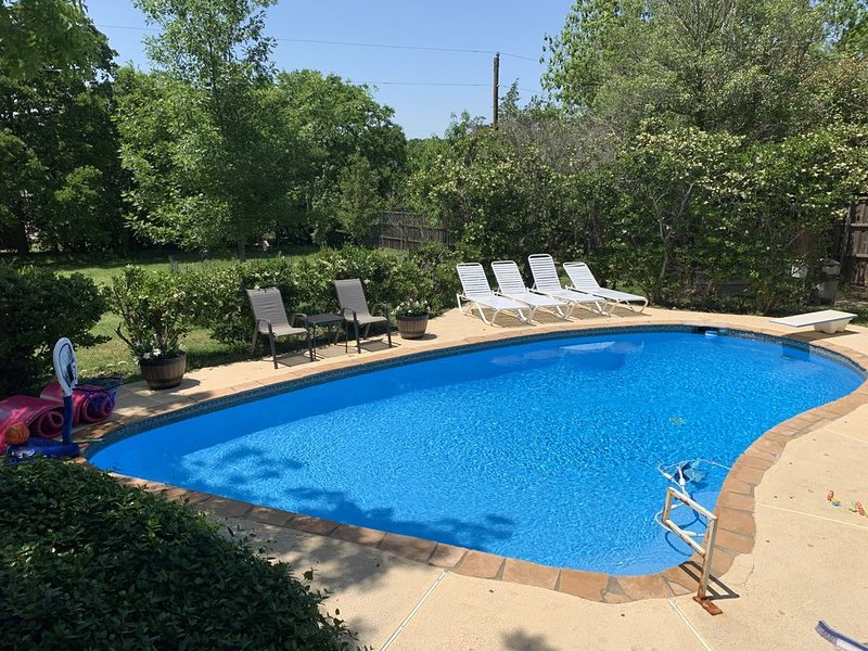 Heated Saltwater Swim Pool, Hot Tub, Game Room, BBQ's, Fire Pits, Arcade Games!, location de vacances à Southlake