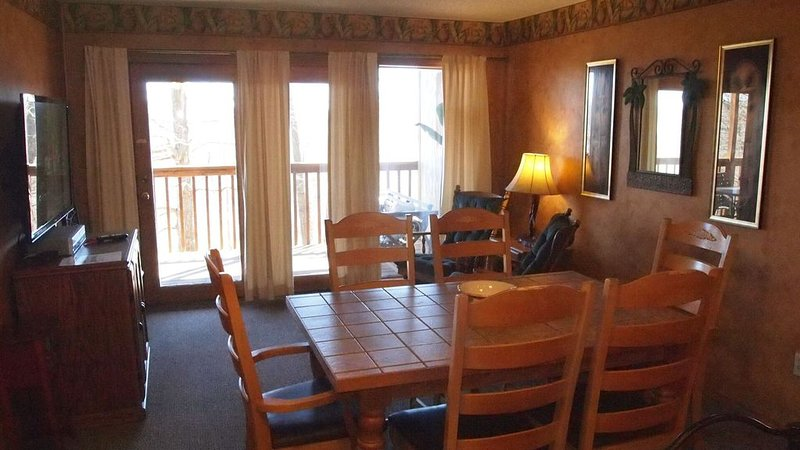 Gather the entire family!-Walk-in unit-Ground level-High Speed Internet�-Near S, alquiler de vacaciones en Reeds Spring