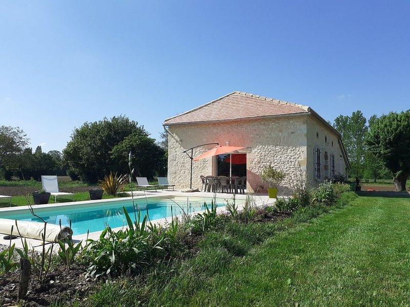 Le Saint SIB , gîte à la campagne pour 6 personnes avec piscine., holiday rental in Villereal