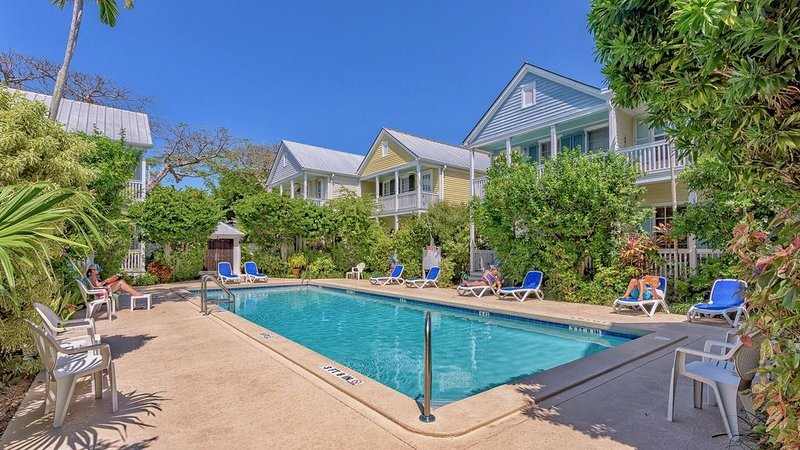 **VILLA CUBANA * OLD TOWN** Comfy Cottage Near Duval + LAST KEY SERVICES..., vacation rental in Stock Island