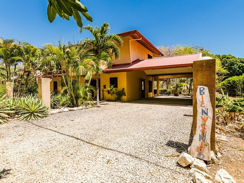 Casa Bendita just steps away from Beautiful and Pristine Playa Junquillal, alquiler de vacaciones en Playa Junquillal