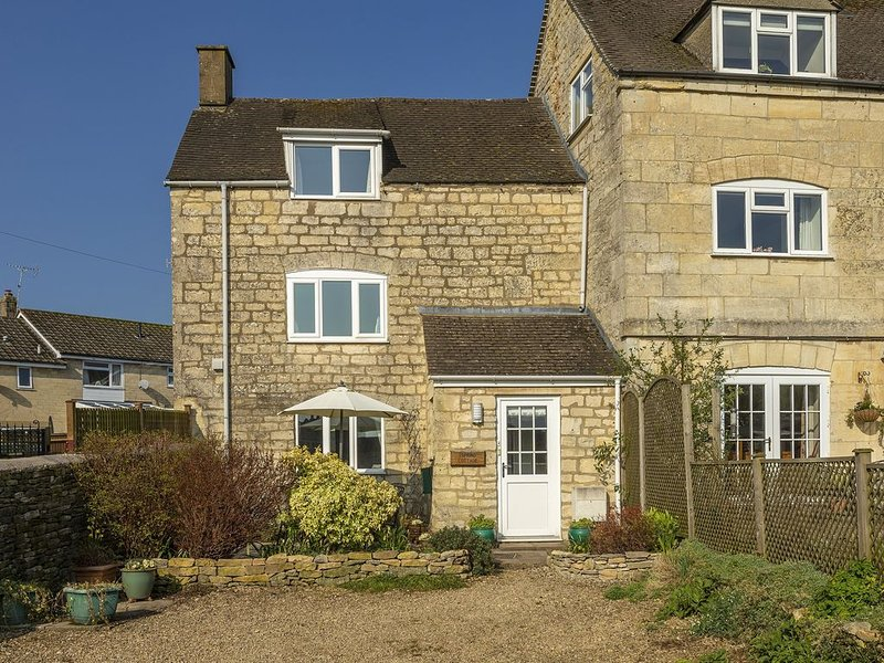 Spring Cottage is an idyllic holiday cottage situated in the heart of Painswick, vacation rental in Birdlip