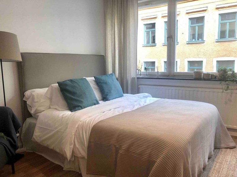 Bright and fully equipped Studio close to central station, vacation rental in Stockholm