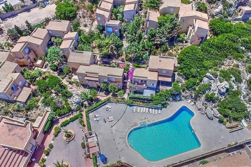 1.1 Bilo Pool Paradise: il tuo Paradiso in Sardegna!, alquiler vacacional en Trinita d'Agultu e Vignola