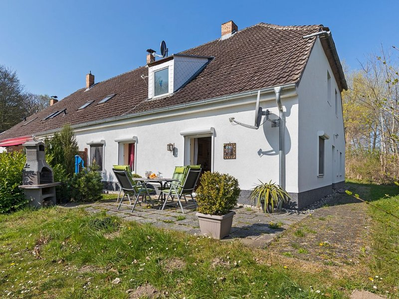 Elegant apartment with garden in Gingst, holiday rental in Lieschow