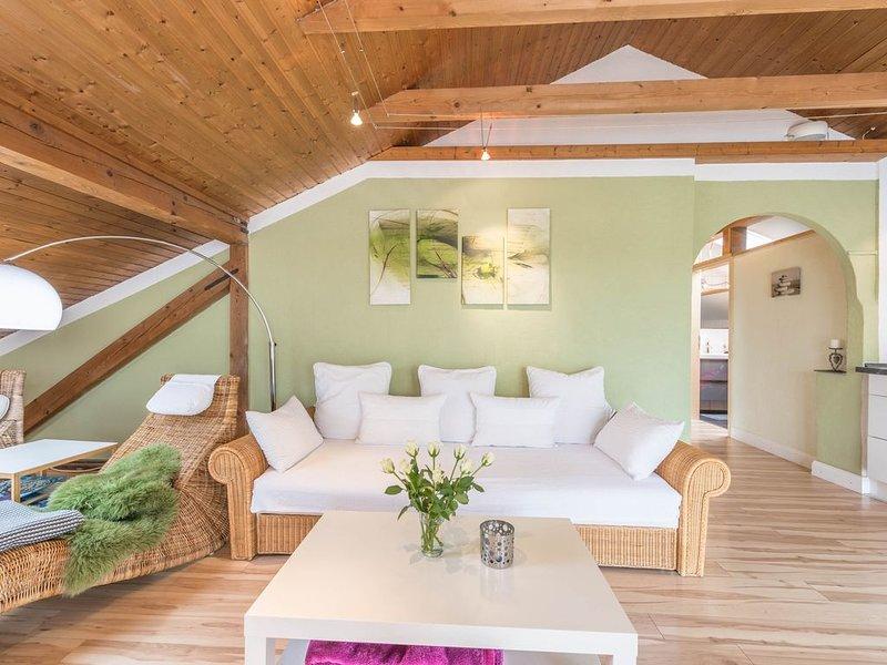 Gemütliche Ferienwohnung Gabi in Andechs mit WLAN; Parkplätze vorhanden, Haustie, holiday rental in Feldafing