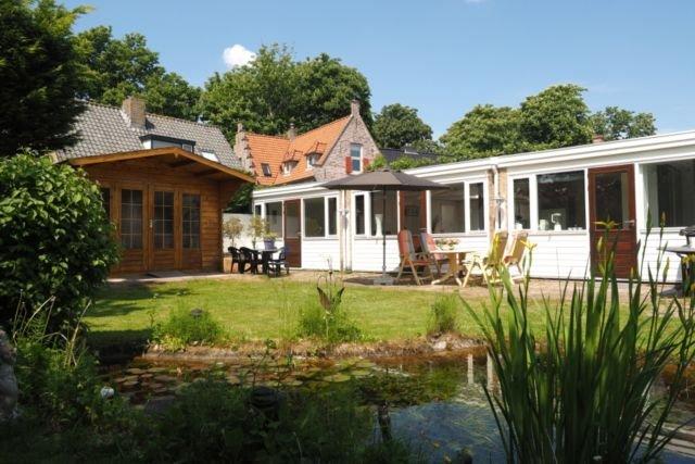Große, ebenerdige Ferienwohnung in Egmond-Binnen. Diese geräumige Ferienwohnung, holiday rental in Heiloo